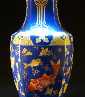 清 蓝地鱼藻纹六方瓶