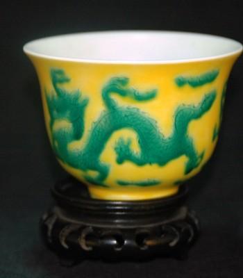 明-成化-黄地绿釉云龙盏