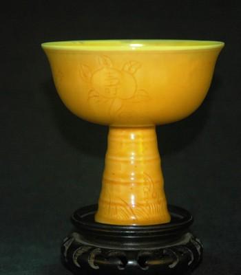 明-弘治-寿字花卉纹鸡油黄高足杯