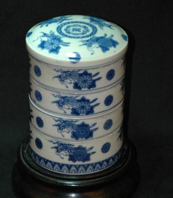 清 菊花纹青花四节盒