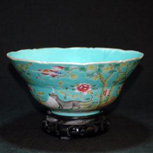 松石绿釉动物花草纹碗雍正方章款 青蓝釉动物花草纹碗