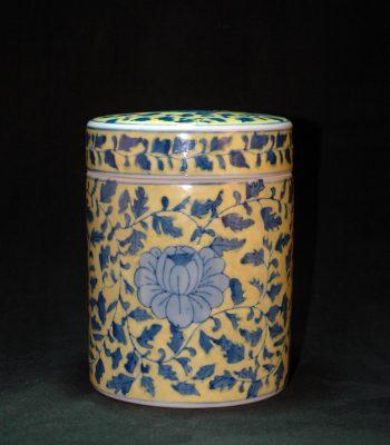 乾隆款 黄釉青花牡丹缠枝莲盖罐