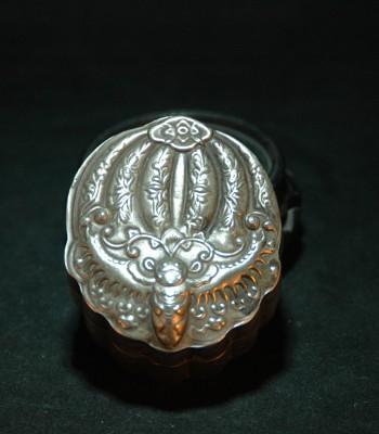 元 錾银蝴蝶纹盖盒