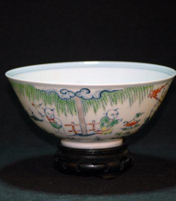大明成化斗彩婴戏纹薄瓷碗