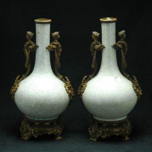 大清乾隆 官窑 欧洲包铜人物长颈瓶 (对)