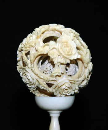 镂空雕花卉球象牙塔