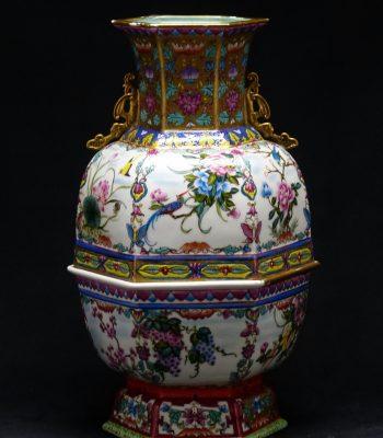 大清乾隆 开光花卉纹珐琅彩描金六方盖罐