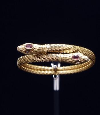 镶钻蛇形金手镯