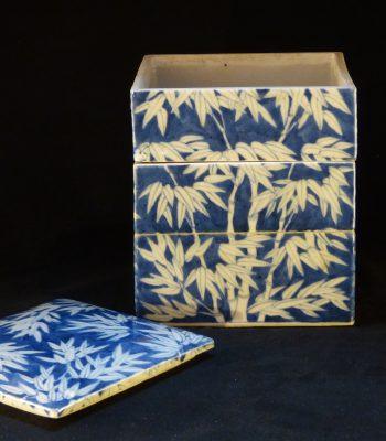 清中 嘉庆款蓝地竹纹节盒