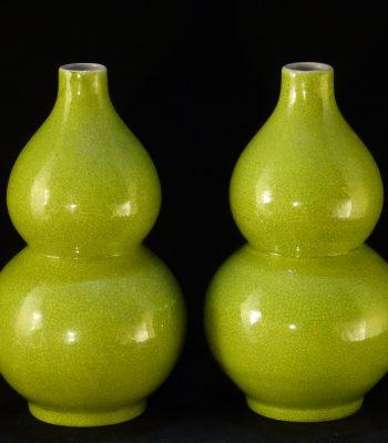清 乾隆款开片绿釉葫芦瓶(一对)