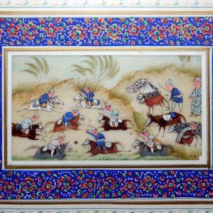 古印度象牙质彩绘武士戏球图