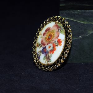 花卉纹金胸针