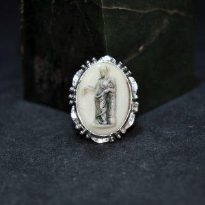 镶罗马人物象牙银胸针
