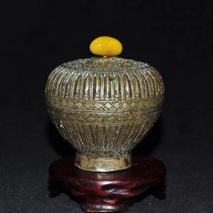 錾铜缠枝花卉瓜棱纹瑬银盖罐