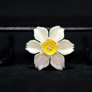 民国 象牙 镂空雕樱花 胸针